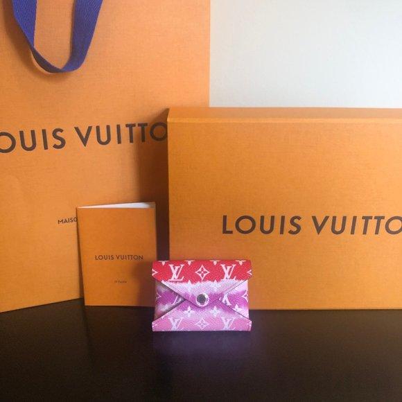 Louis Vuitton Handbags - Louis Vuitton ESCALE POCHETTE KIRIGAMI (mini)